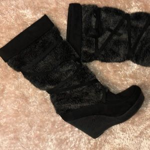Decree Shoes - Black Fur and Ribbon Wedged Boots